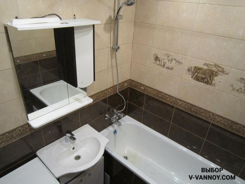 Маленькая ванная в темном цвете должна хорошо освещаться.