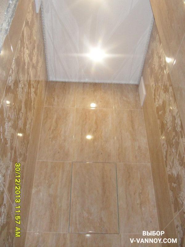 Ванная теплого коричневого цвета с золотистыми деталями