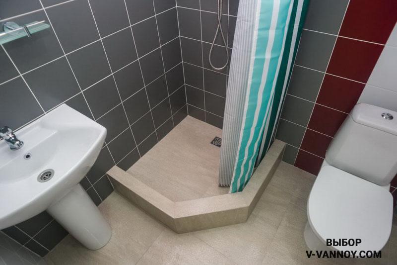 Избегайте ярких оттенков, зрительно уменьшающих площадь в маленьких помещениях.