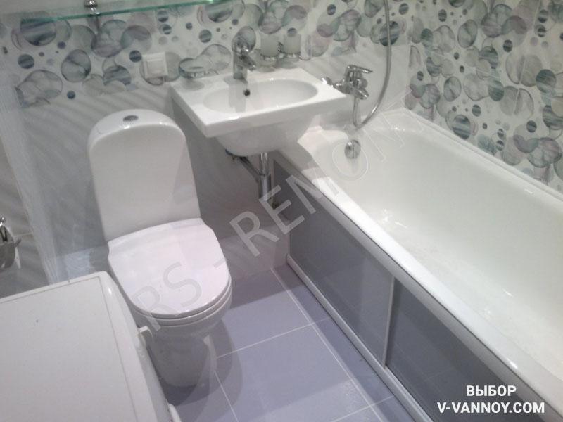 Главный принцип дизайна небольшого помещения - каждый кв. м должен быть задействован. Пространство под ванной можно использовать в качестве дополнительного шкафа.