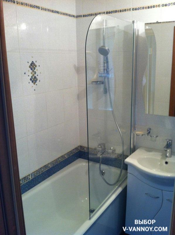 Перегородка, отделяющая ванну от основного пространства, позволит грамотно зонировать комнату и обеспечит комфортную эксплуатацию.