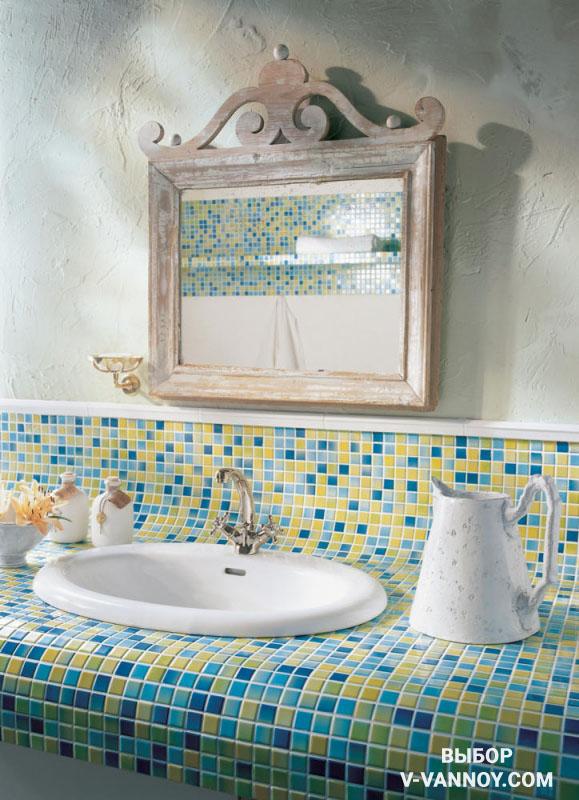 Керамическая мозаика и декоративная штукатурка в отделке ванной комнаты.