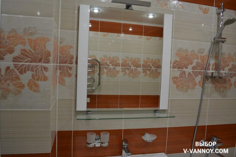 Классическая бежевая ванная с оранжевыми акцентами