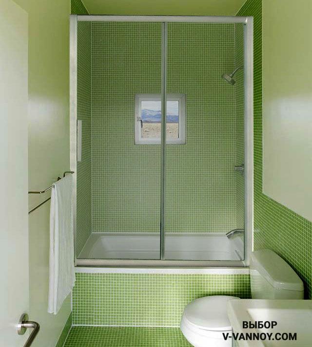 Ванная комната, совмещенная с туалетом (площадь помещения 4 кв.м). Интерьер в зеленой гамме оттенков. Габариты сидячей модели: 120х70 см.