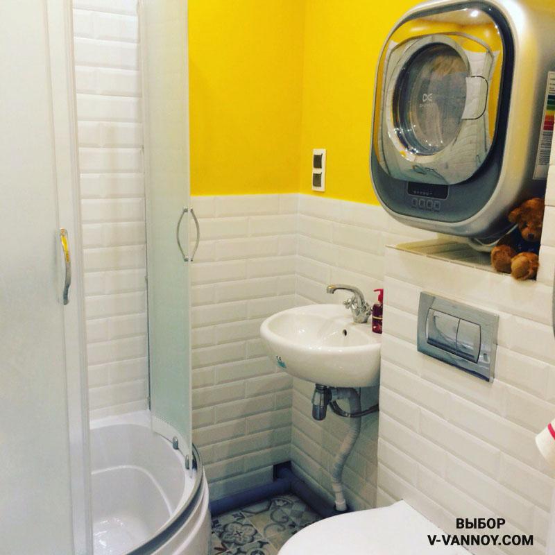 Современнный стиль в интерьере. Для отделки использована керамическая плитка, имитирующая кирпичную кладку, часть стен окрашена.