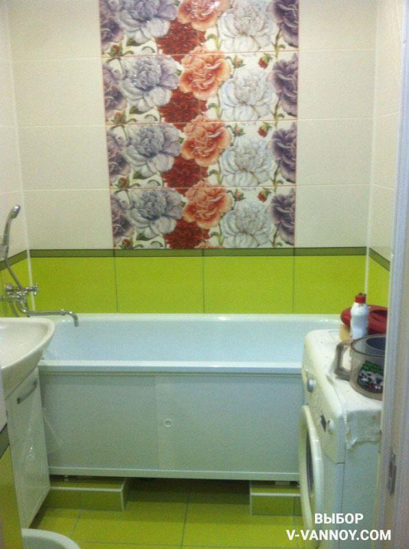Насыщенный оттенок зеленой керамической плитки в отделке. Декоративное панно из кафеля.