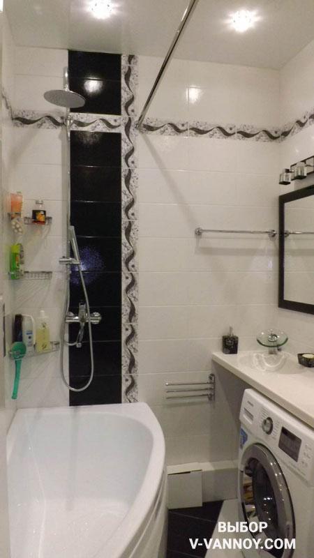 Угловая модель ванны в дизайне помещения 4 кв. м.