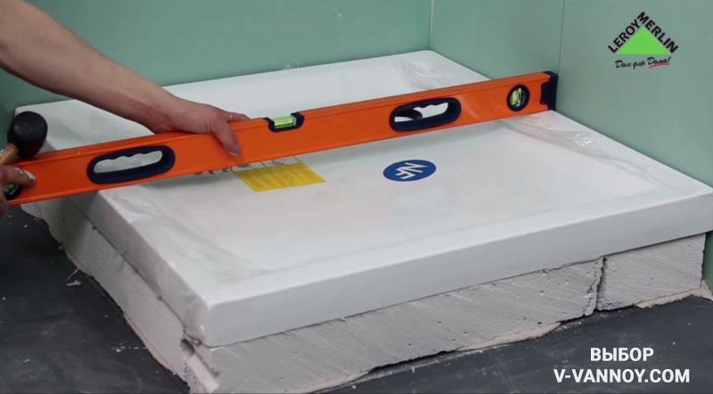 Квадратная модель акрилового поддона Aquanet (90х90х15 см). В комплекте нет сифона. Элементы для подключения следует приобретать отдельно. Стоимость: 45 $.