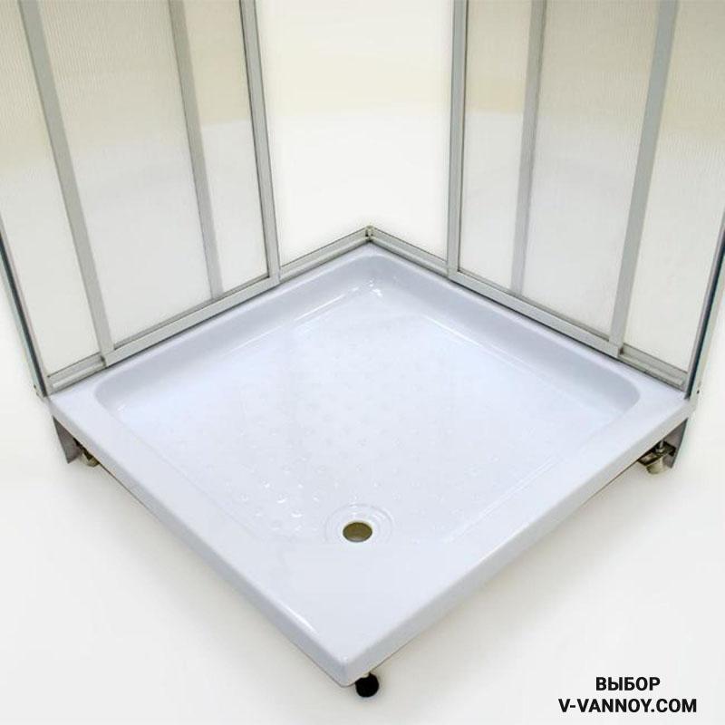 Перфорированная поверхность и глубина квадратной модели в 75 мм создает комфортные условия для принятия душа (85 $).