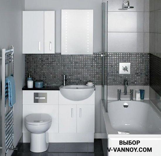 Мозаичный фартук в санузле напоминает оформление кухонного гарнитура. Этот элемент объединяет верхние и нижние модули, защищая окрашенные стены от воздействия влаги.