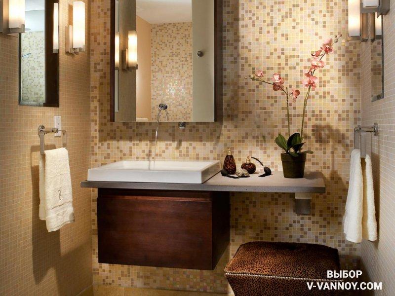 Зеркальные поверхности и грамотное освещение в интерьере визуально расширяют границы комнаты.