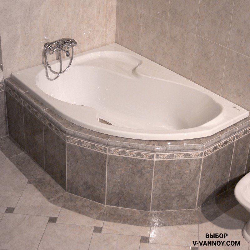 Коллекция: Rosa (Ravak, Чехия). Габариты: 1500х1050х440 мм. Объем: 235 л. Вес: 26 кг. Компактные габариты позволяют расположить ванну даже на площади 2 кв. м. Срок эксплуатации: от 20 лет и более.