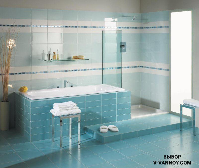 Холодный глянец создает ощущение чистоты и свежести в помещении. Горизонтальное деление стен выглядит интересно и объединяет зоны ванной и душевой в один функциональный блок.