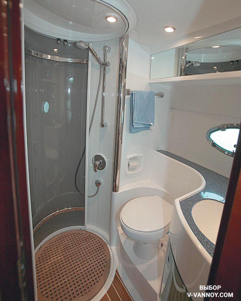 Плавные формы – залог безопасности в тесной ванной. Округлые очертания сантехники и мебели предлагают разные производители, ориентируясь на реальные условия быта.