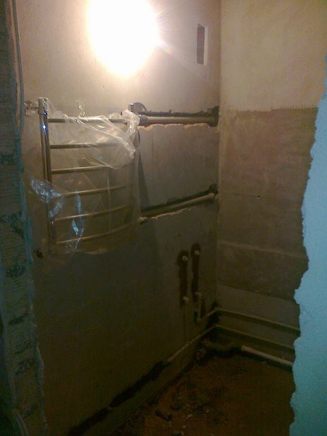 Бежевая с шоколадным ванная 3,5 кв.м с чугунной ванной 170х70 и потолком ПВХ
