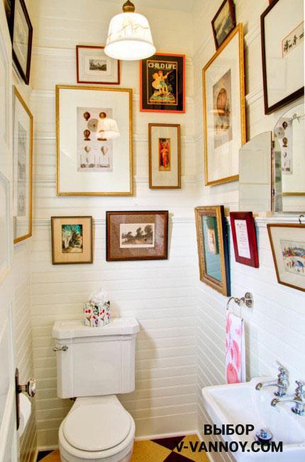 Ванная – эпицентр искусства. Украсьте стены картинами на свой вкус. В зависимости от предпочтений можно ограничиться одним-двумя произведениями или создать творческую композицию из нескольких картин. При этом старайтесь не перегрузить пространство визуально.