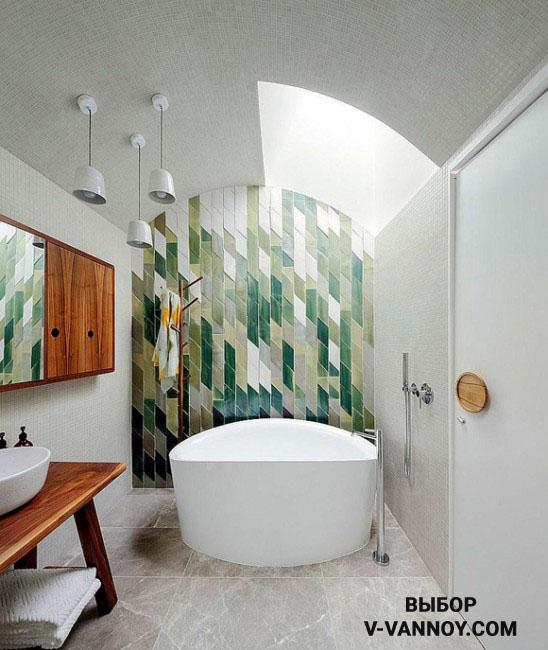 Дизайнеры советуют сочетать разные коллекции керамики. Например, декоративный кафель на одной стене с нейтральным тоном мозаики.