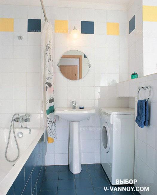 Для того чтобы скрыть часть стиральной машины, в стене специально сделали углубление. Таким образом треть корпуса закрывает ниша, и стиралка не мешает эксплуатации пространства.