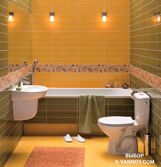 Лимонно-оливковые стены с декоративными вставками, в которых совмещены фоновые оттенки. Напольная плитка повторяет по тону одну из стен, а коврик перекликается с декором кафеля.