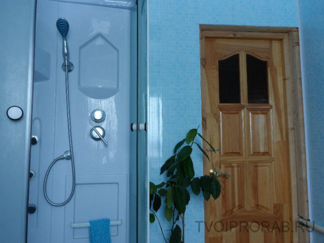 Обустройство ванной комнаты с душевой кабиной в частном доме своими руками