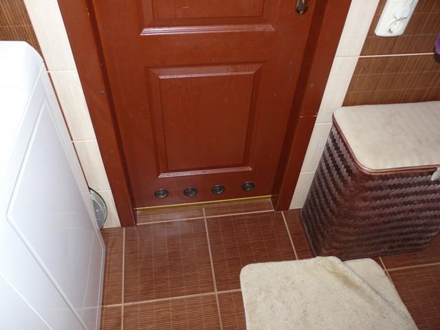 Двери в ванную: выбираем модель и материал (фотоподборка)